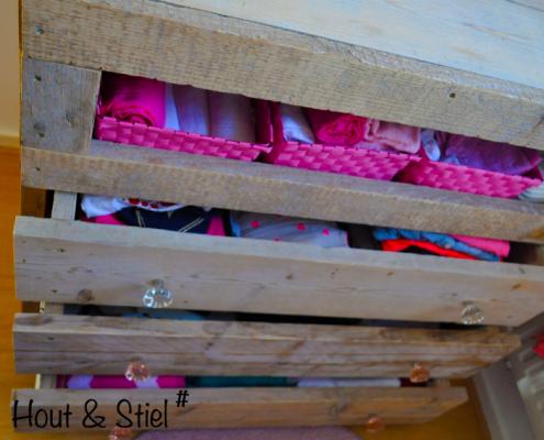 Commode babykamer steigerhout