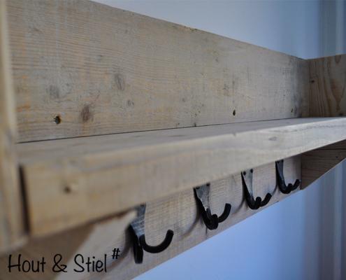 Kapstok gemaakt van oud steigerhout