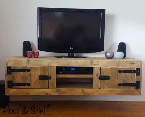 Robuust tv-meubel van hout industrieel