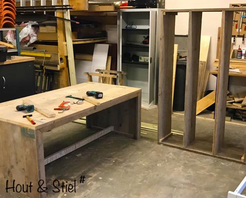 Bureau en kast steigerhout voor kantoorpand in de maak