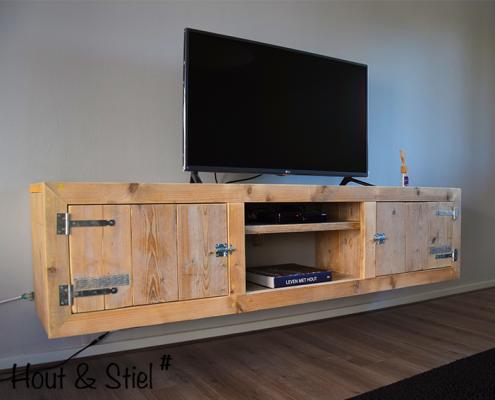 Tv meubel van nieuw steigerhout zwevend