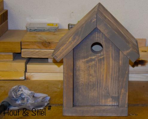 Vogelhuisje van nieuw steigerhout behandeld met grey wash