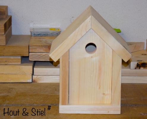 Onbehandeld vogelhuisje van nieuw steigerhout om zelf te bewerken