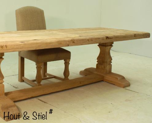 Gerenoveerde antieke tafel