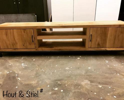 TV-meubel eikenhout met deurtjes